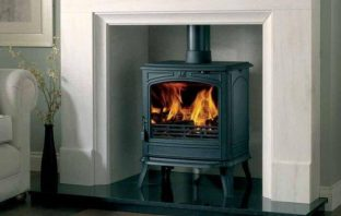 PORTMAN CHATSWORTH 54 INCH LIMESTONE FIREPLACE WITH LIMESTONE CHAMBER AND GRANITE HEARTH